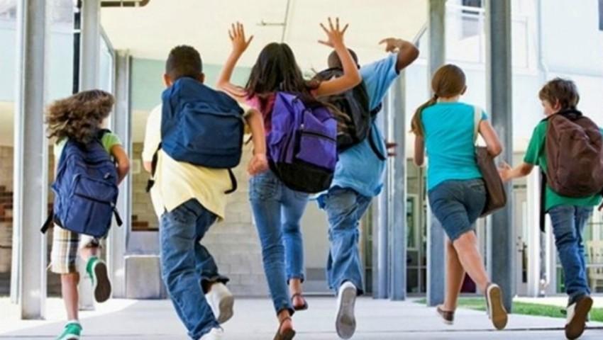 Foto: Elevii din Capitală ar putea să înceapă școala la ora 08:30