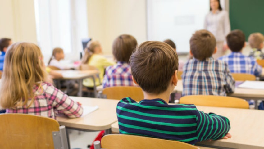 Foto: Temele pentru acasă nu vor fi excluse. Ministerul Educației propune reguli noi