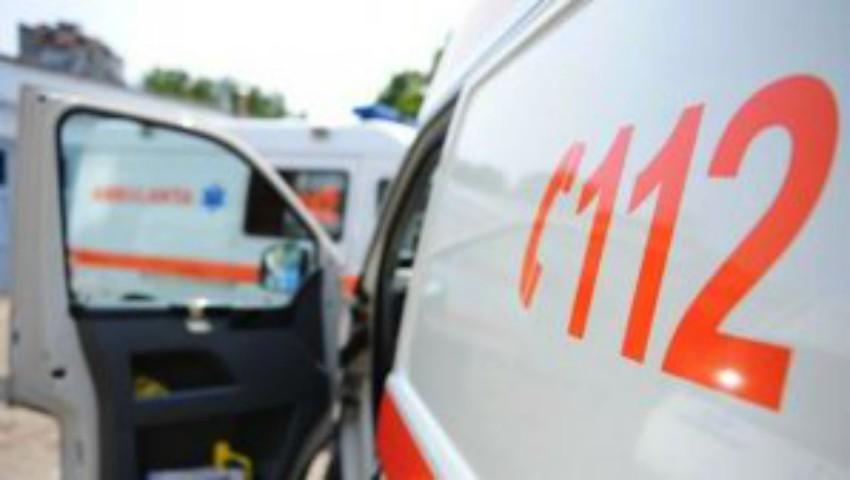 Foto: O tânără de 19 ani a fost lovită pe trecerea de pietoni de către un microbuz de linie