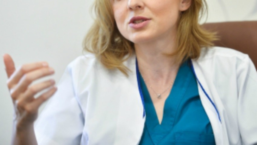 Foto: O doctoriță din România și-a publicat fluturașul cu salariul de 2400 euro pe facebook