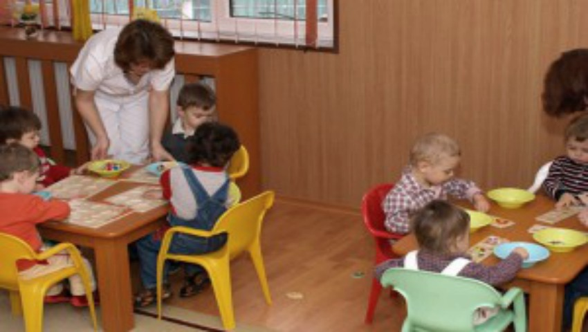 Foto: Mai mulți elevi vor fi angajați, în calitate de educatori și bucătari, în grădinițele din Capitală