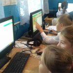 Foto: Un gest demn de apreciere! Bibliotecara din Năvîrneț face lecții interactive cu elevii din sat
