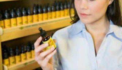 5 remedii ieftine din farmacie care te ajută să reduci instant pungile de sub ochi și ridurile
