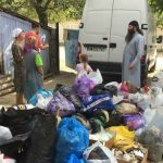 Foto: Un preot din Chișinău a oferit ajutor mai multor copii dintr-o localitate din raionul Hâncești