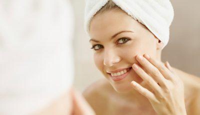 Produsul care îndepărtează machiajul și asigură o curățare profundă, lăsând pielea moale și catifelată!