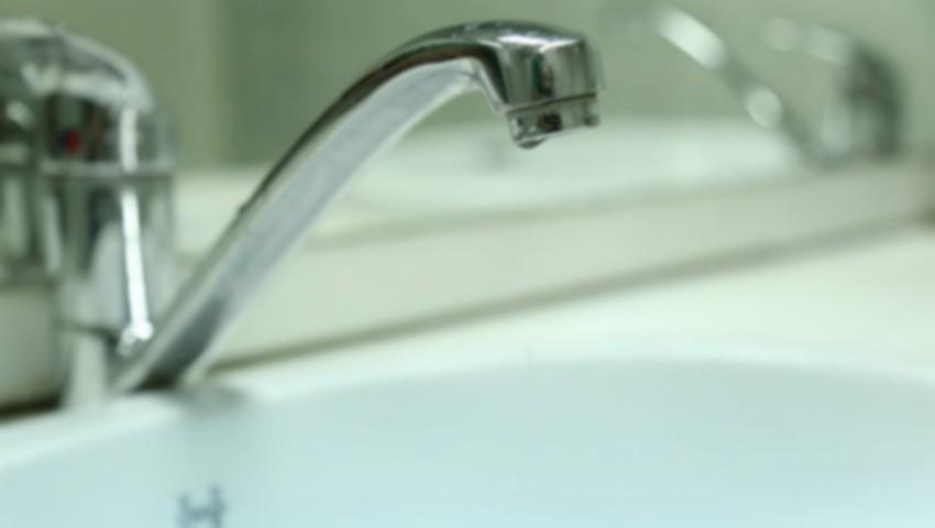 Foto: Peste 40 de oameni s-au intoxicat cu apă de la robinet