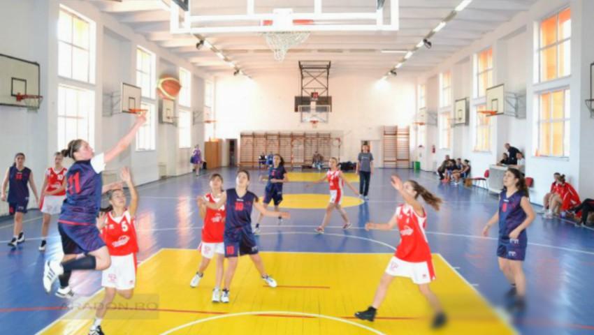 În Estonia, sălile de sport din școli sunt dotate cu dușuri