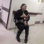 Foto: Gestul unei polițiste care a alăptat un copil subnutrit a făcut înconjurul lumii