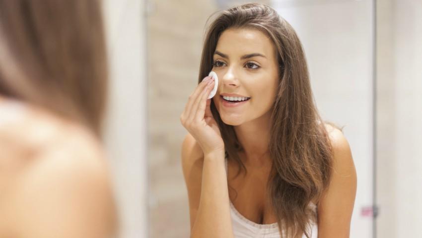 Foto: Ce produse să folosim pentru demachierea pielii sensibile
