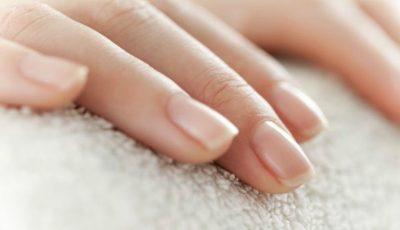 O femeie a aflat că suferă de cancer pulmonar după ce a postat o fotografie pe internet cu unghiile sale