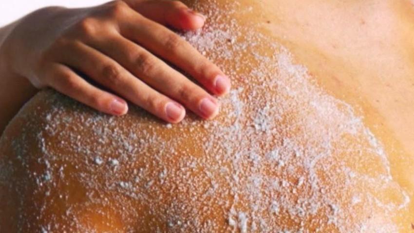 Foto: Exfoliant pentru corp preparat din ingrediente naturale