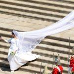 Foto: Meghan Markle a dezvăluit detaliul ascuns în rochia de mireasă, ca să îi poarte noroc în ziua nunții