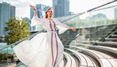 O ședință foto inedită cu Irina Bivol. Rochiile create de către un designer moldovean au ajuns la Chicago!