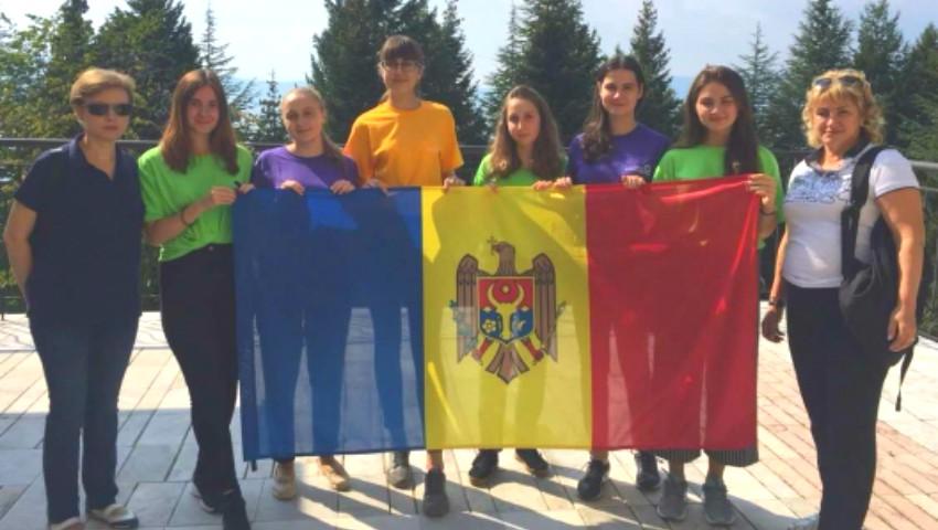 Foto: Elevii moldoveni au obținut o medalie de bronz și 6 premii la Olimpiada Internațională de Limbă Franceză