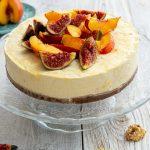 Foto: Tort rece cu iaurt și piersici. O rețetă de la Andreea Raicu
