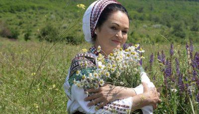 La mulți ani, Ioana Căpraru! Interpreta de muzică populară este astăzi omagiată
