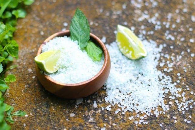 apa cu sare ajuta la slabit