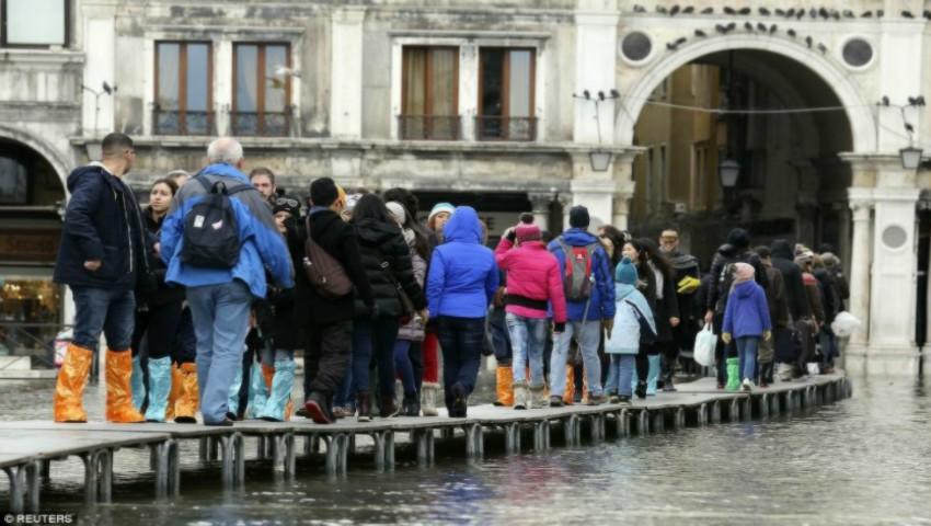 Foto: Alarmant! Cod roșu de inundații în Italia. Veneția se scufundă