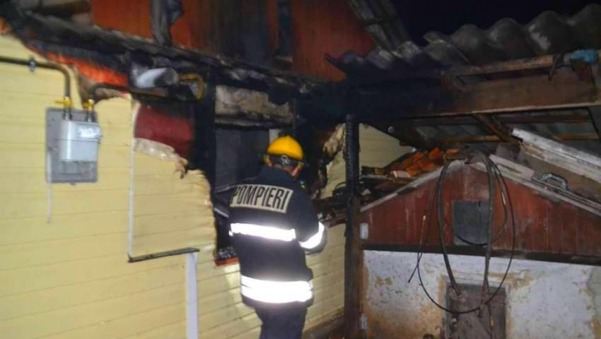 Foto: Un bărbat din Bălți și-a pierdut viața, după ce casa i-a fost cuprinsă de flăcări
