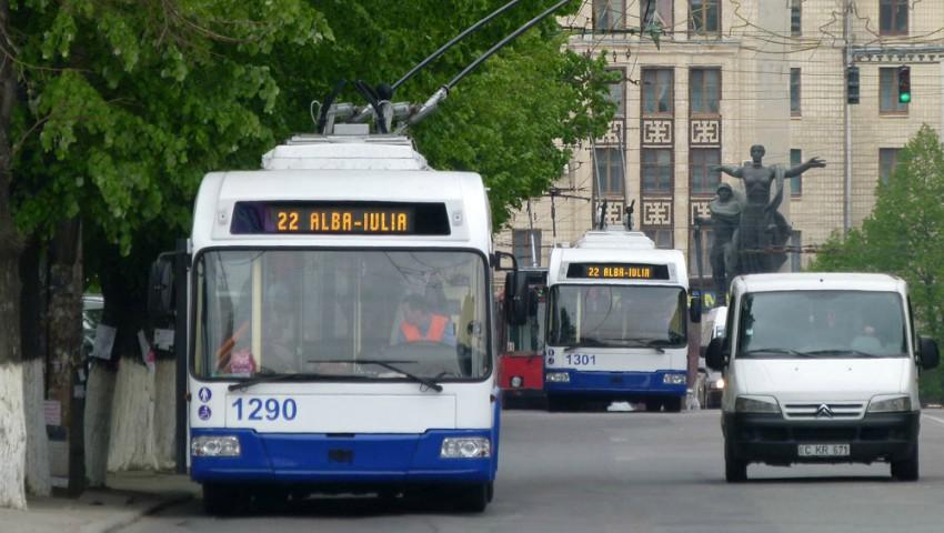 Foto: Medicii, asistenții medicali și profesorii pot beneficia de abonamente gratuite pentru călătoria cu troleibuzul