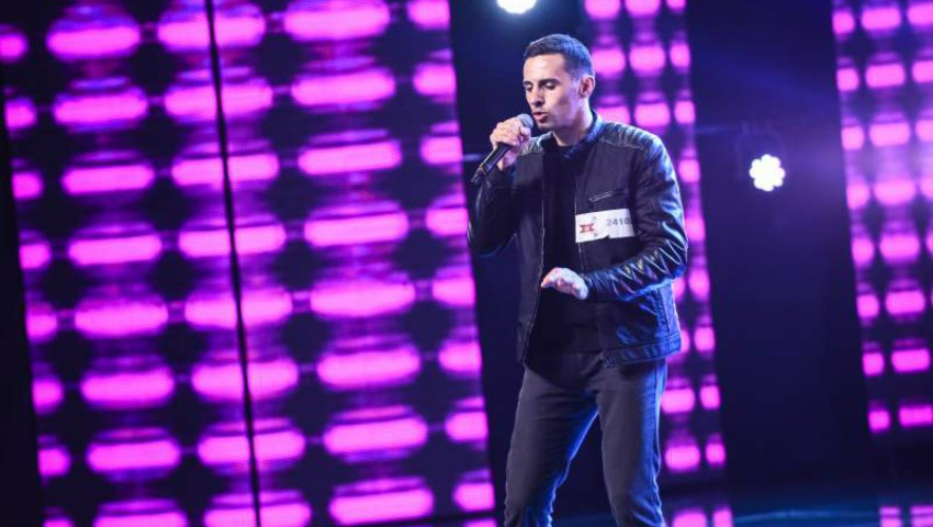 """Foto: Video! Un moldovean a interpretat o piesă proprie și a luat patru de ,,DA"""" la X Factor!"""