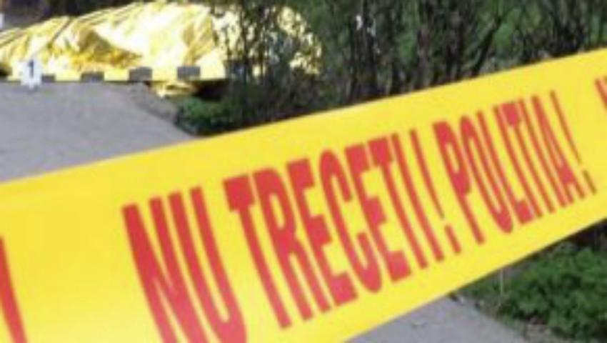 Foto: Un bărbat de 36 de ani a fost găsit fără suflare în curtea unui bloc din Capitală