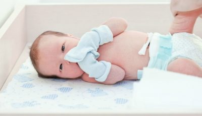 De ce să nu îi pui mănuși bebelușului?