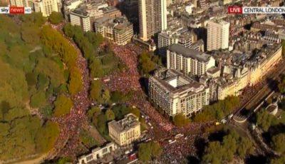 Manifestație uriaşă la Londra. O jumătate de milion de britanici au ieşit pe străzi, cerând încă un referendum pe Brexit