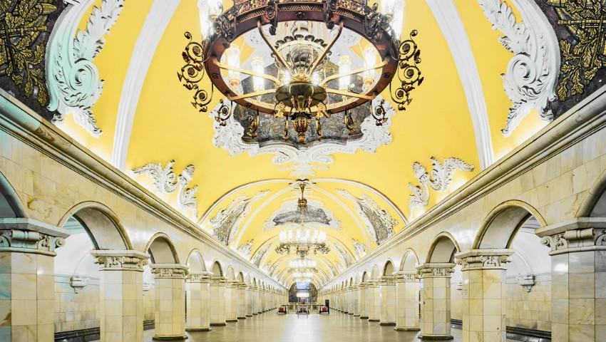 Foto: Stațiile de metrou din Rusia arată ca niște palate regale