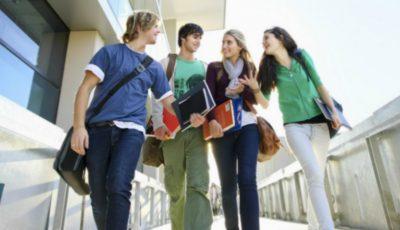 Peste 150 de universități prestigioase din lume și-au lansat online cursurile gratuite. Iată lista completă