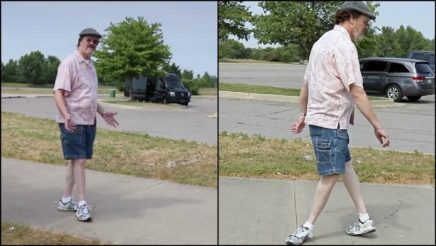 Foto: El e singurul om din lume care își poate răsuci picioarele la 180 de grade