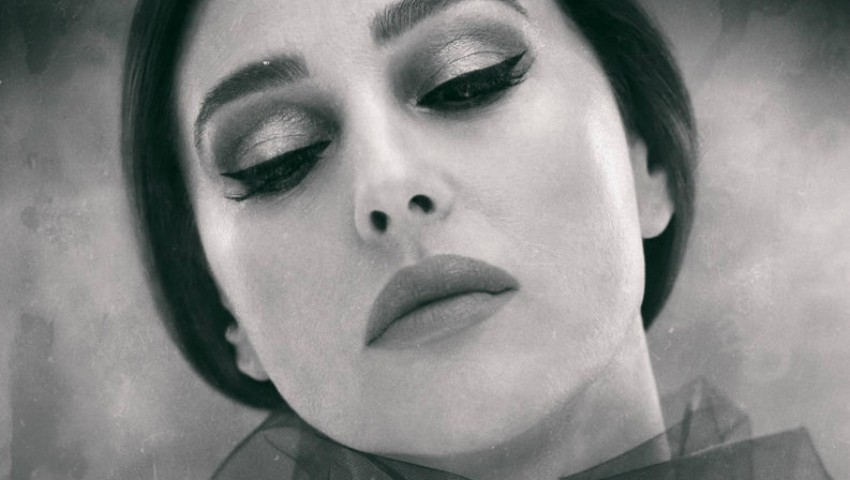 Foto: Monica Bellucci într-o sesiune foto izbitor de senzuală
