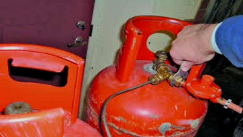 Foto: Atenție! Locătarii sunt îndemnați să-i denunțe pe cei care folosesc butelii de gaze în apartamente. Iată cum o puteți face