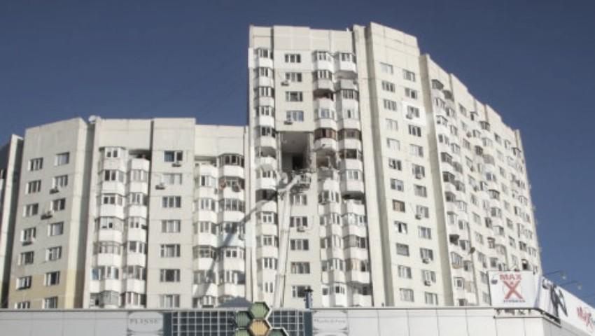 Foto: O femeie care locuiește la etajul 15 al blocului avariat, este de negăsit