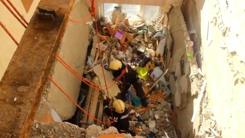 Foto: Imagini video publicate de IGSU. Momentul în care femeia dată dispărută, este scoasă din ruine