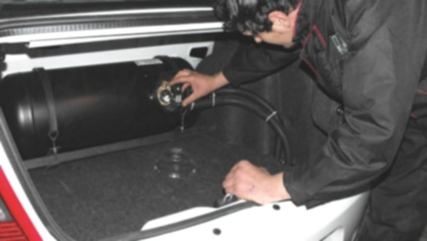 Foto: Pericolele mașinilor dotate cu instalații de gaz, pe care tot mai mulți moldoveni le folosesc