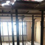 Foto: În apartamentele afectate de explozie, a început reconstrucția planșeelor. Foto