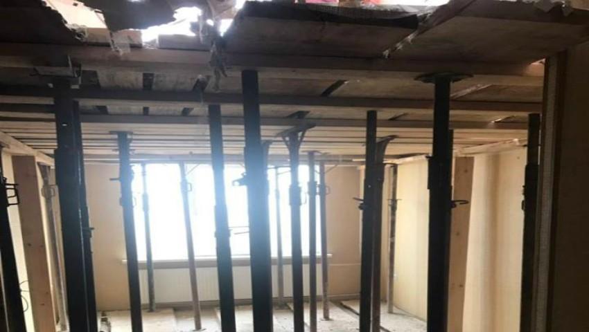 În apartamentele afectate de explozie, a început reconstrucția planșeelor. Foto