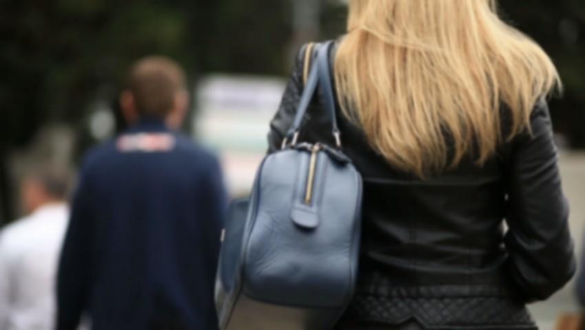 O tânără de 24 de ani a fost atacată de către un individ pe bulevardul Dacia din Capitală