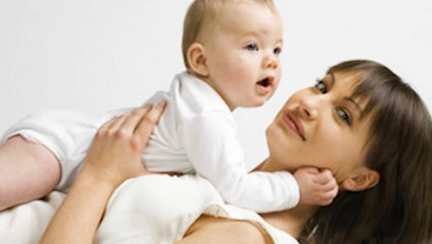 Foto: Ce e mai ușor: să stai acasă cu copilul sau să mergi la serviciu?