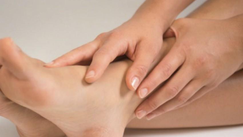 Foto: Cum să elimini durerile de picioare cauzate de kilogramele în plus