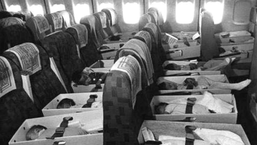 Foto: Au așezat 300 de nou-născuți și copii, în cutii mici de carton, și i-au urcat într-un avion