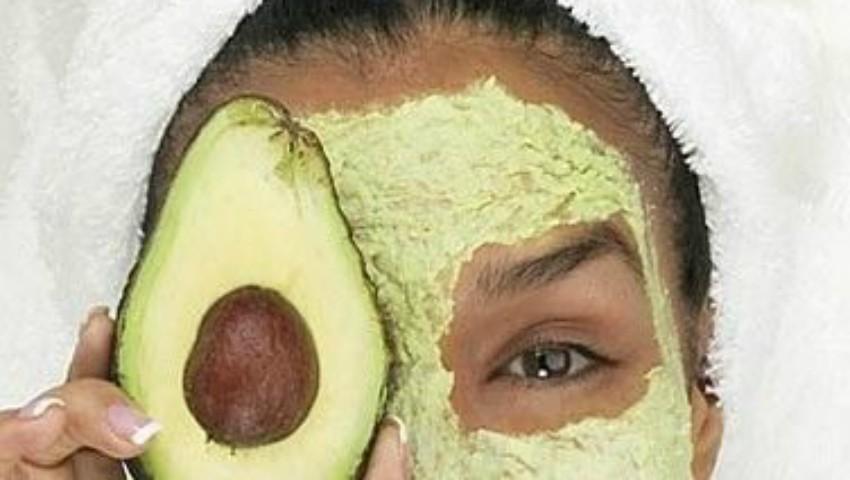 Foto: Fără imperfecțiuni: mască cu avocado pentru tenul gras sau mixt