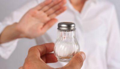 Moldovenii consumă de 2 ori mai multă sare decât cantitatea maximă recomandată. Cum să reduci consumul de sare!