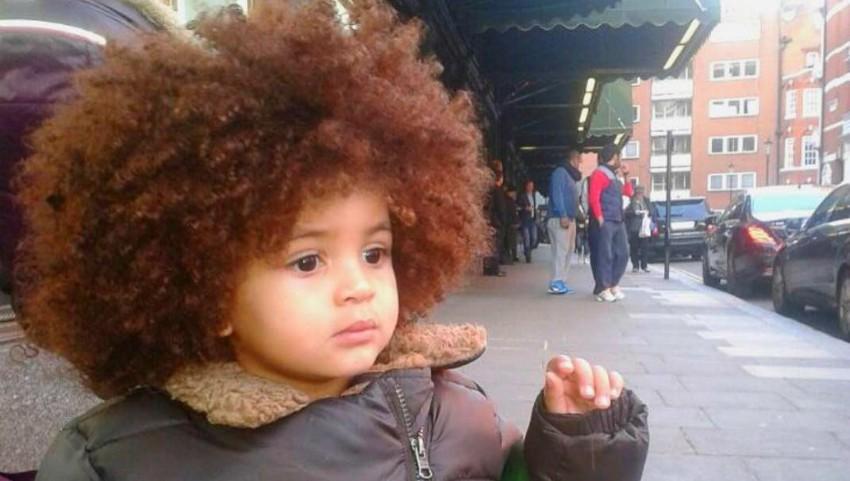 Foto: Un băiețel de 6 ani face furori cu părul său deosebit