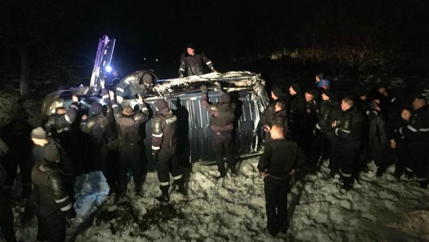 Foto: Un microbuz de pe ruta Chișinău-București s-a răsturnat în apropiere de Leușeni