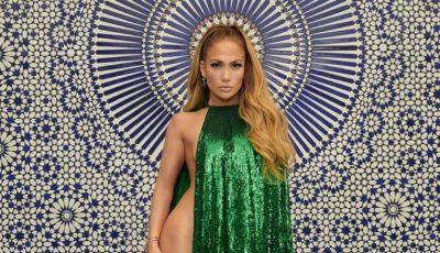 Jennifer Lopez, goală la aproape 50 de ani, cu o condiție fizică de invidiat!