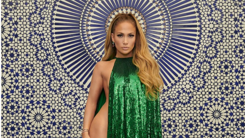 Foto: Jennifer Lopez, goală la aproape 50 de ani, cu o condiție fizică de invidiat!
