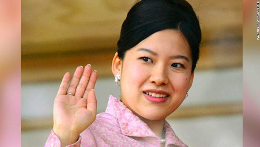 Foto: Prinţesa Japoniei a renunţat la titlul regal pentru iubire