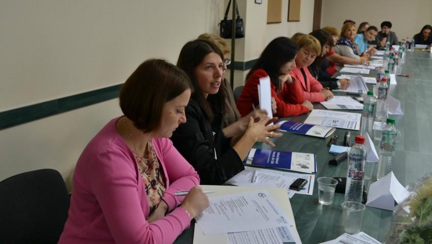 """Foto: Înscrie-te și participă la programul """"Femei cu idei"""" și află cum să contribui la soluționarea problemelor din comunitatea ta!"""